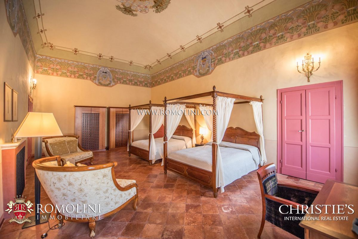 HISTORIC VILLA WITH B&B AND VINEYARD FOR SALE, EMILIA-ROMAGNA