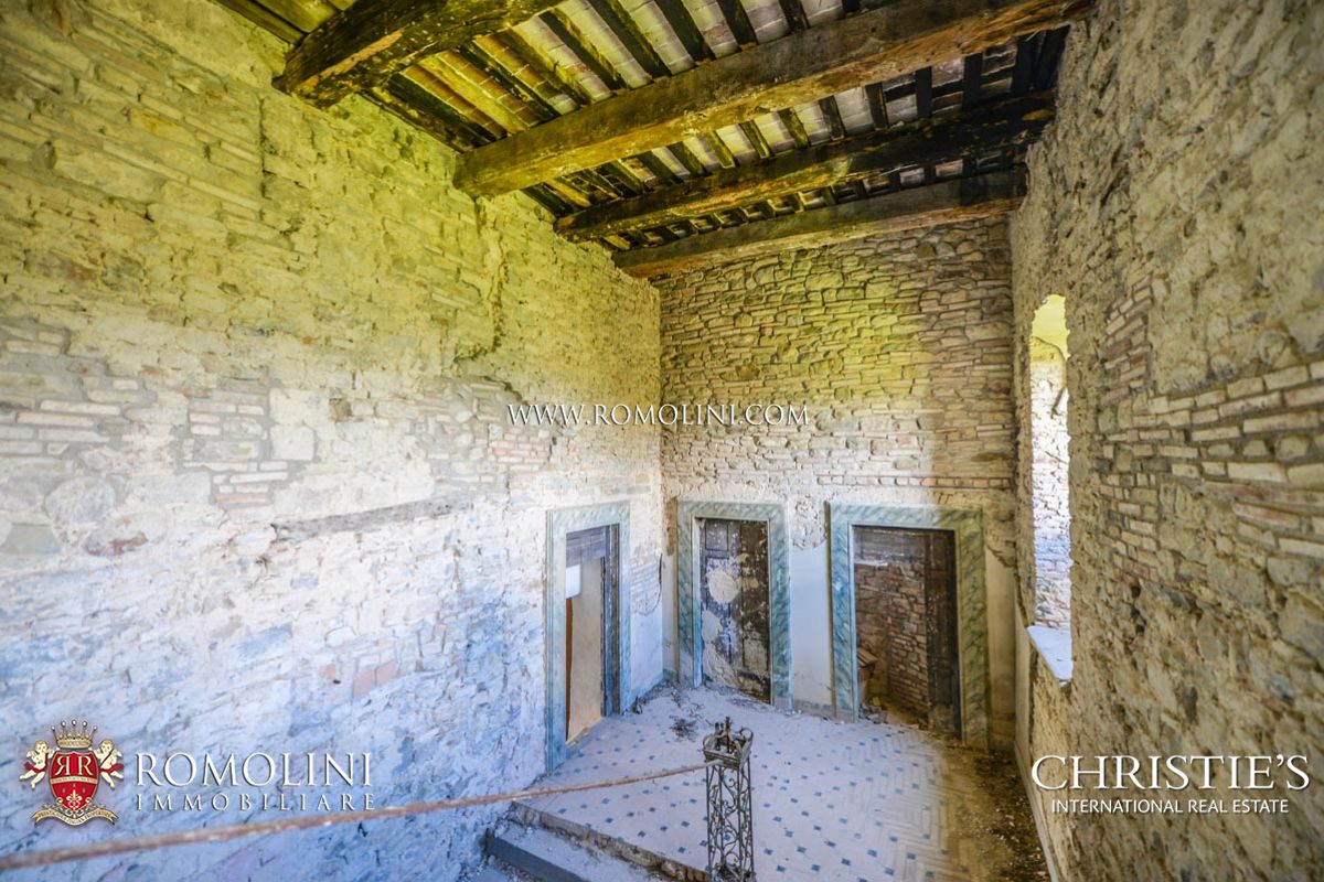 CASTLE TO BE RESTORED FOR SALE IN UMBRIA