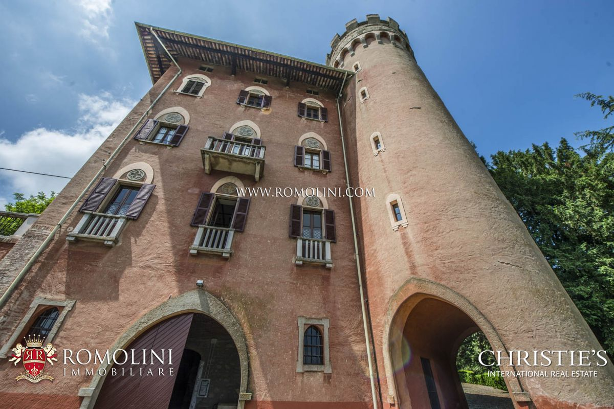 CASTLE WITH VINEYARD BARBERA E GRIGNOLINO FOR SALE IN PIEDMONT