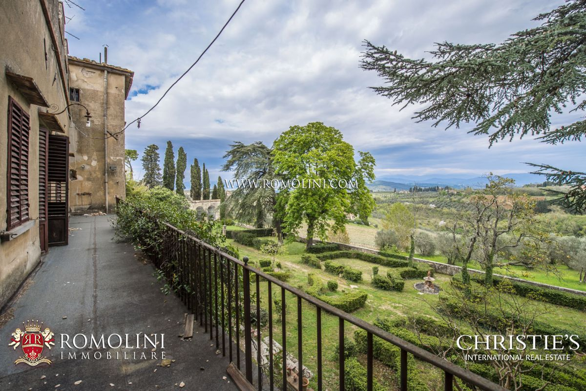 LUXURY VILLA FOR SALE NEAR FLORENCE, TUSCANY